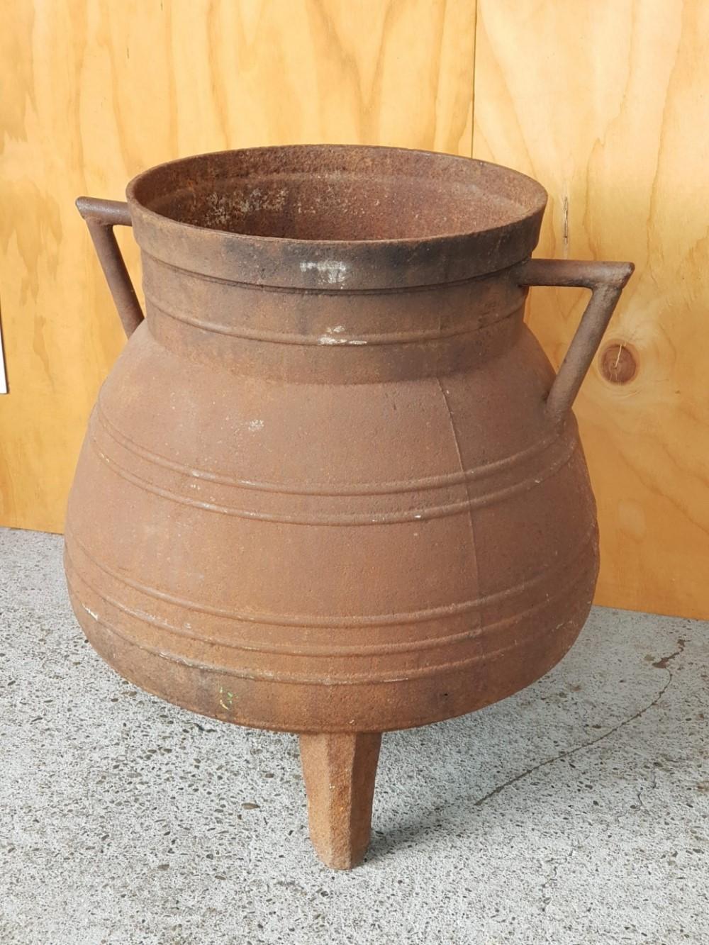 Cast-iron-pot1