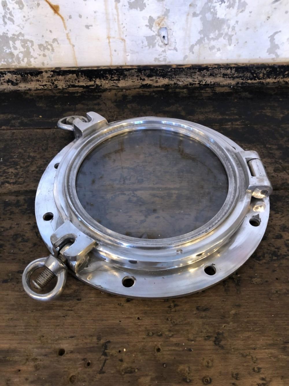port-hole2