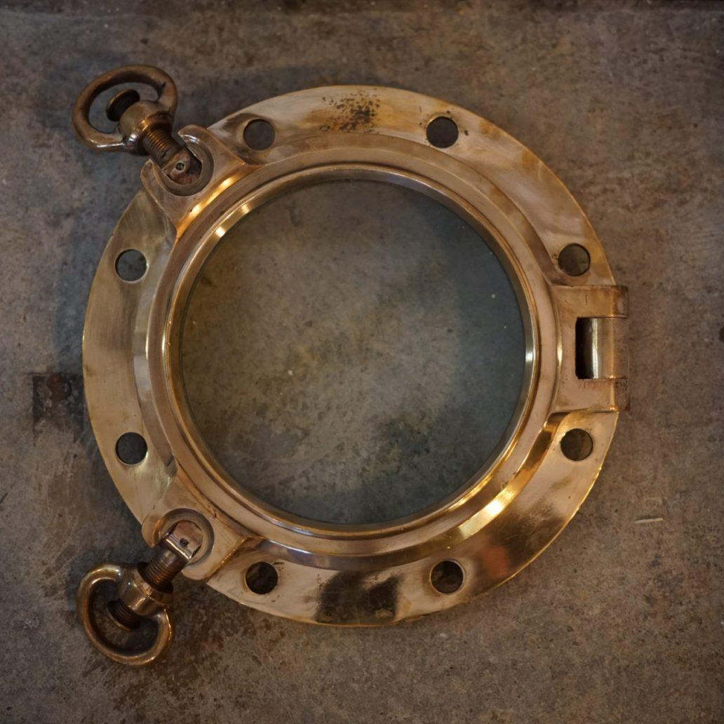 round-port-hole