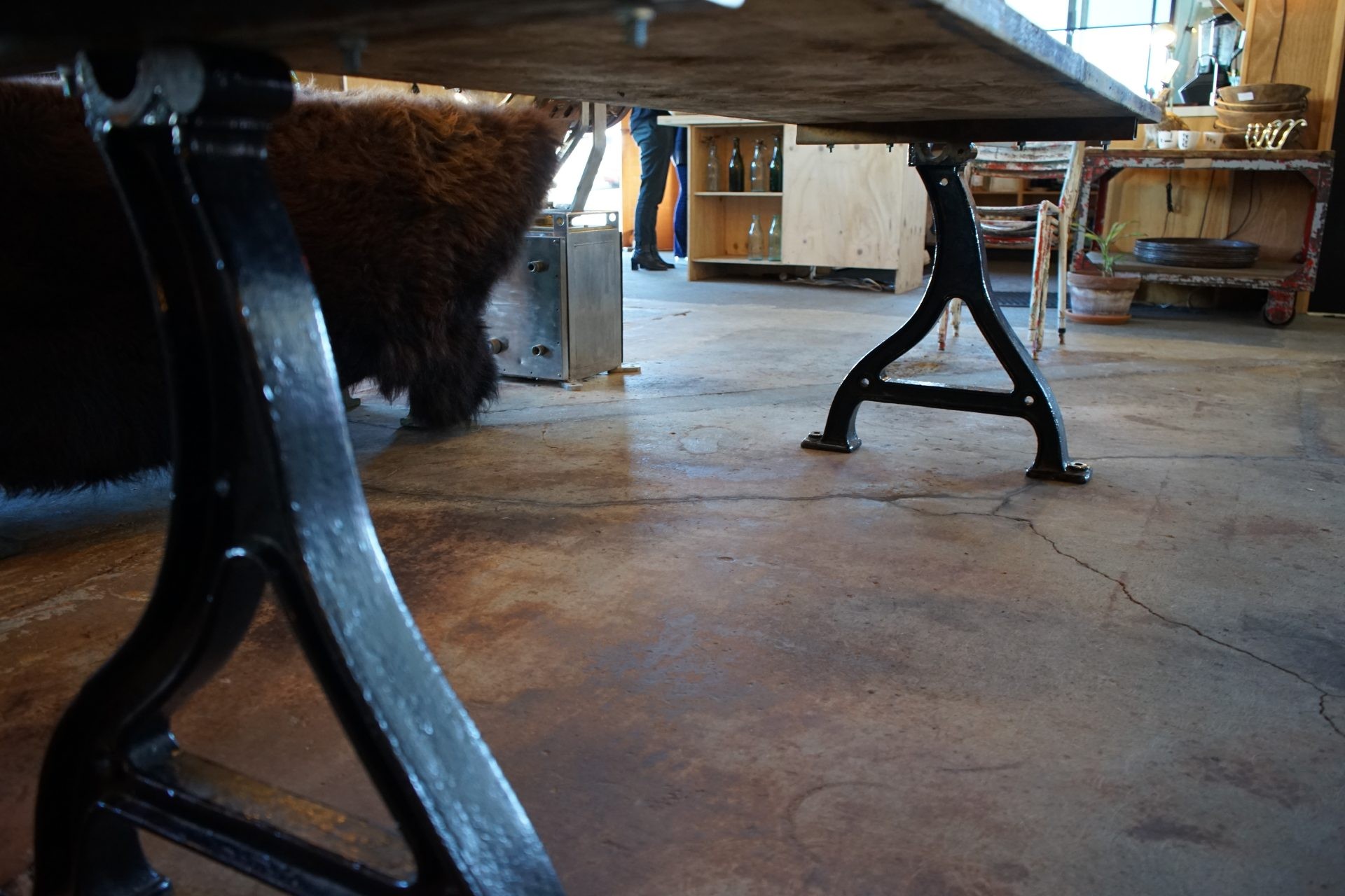 Baltic-Pine-Industrial-Table-with-cast-Iron-Base3