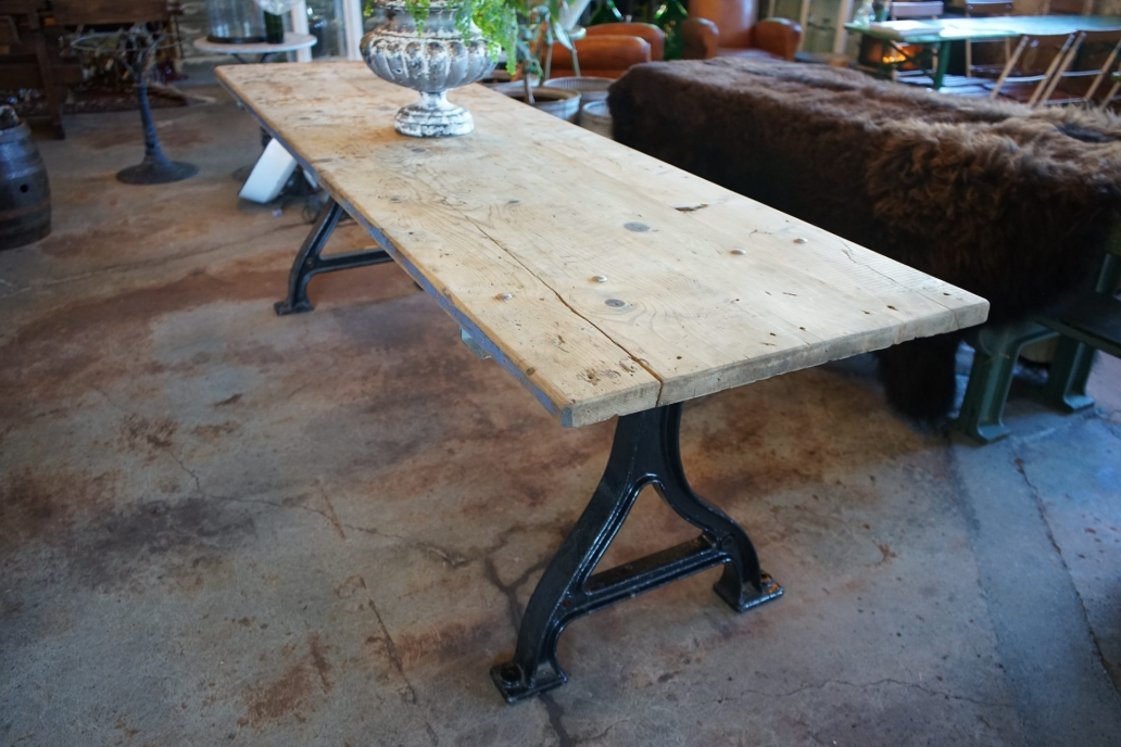 Baltic-Pine-Industrial-Table-with-cast-Iron-Base5
