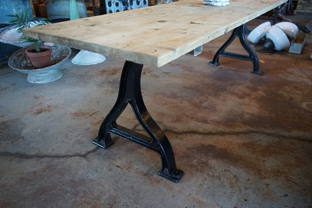 Baltic-Pine-Industrial-Table-with-cast-Iron-Base7