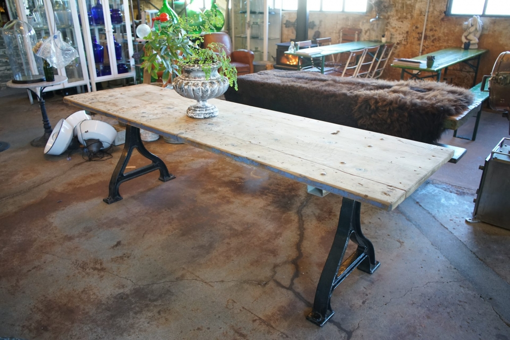 Baltic-Pine-Industrial-Table-with-cast-Iron-Base8