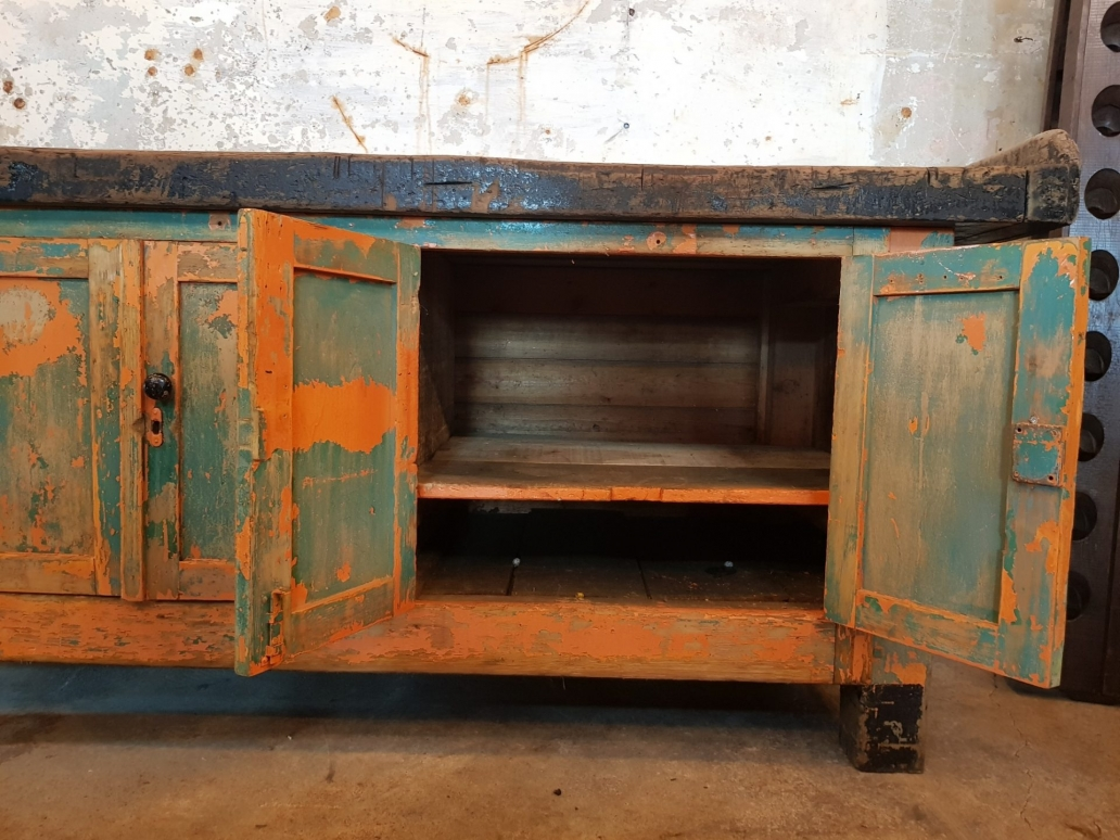 French-4-Door-Workbench3