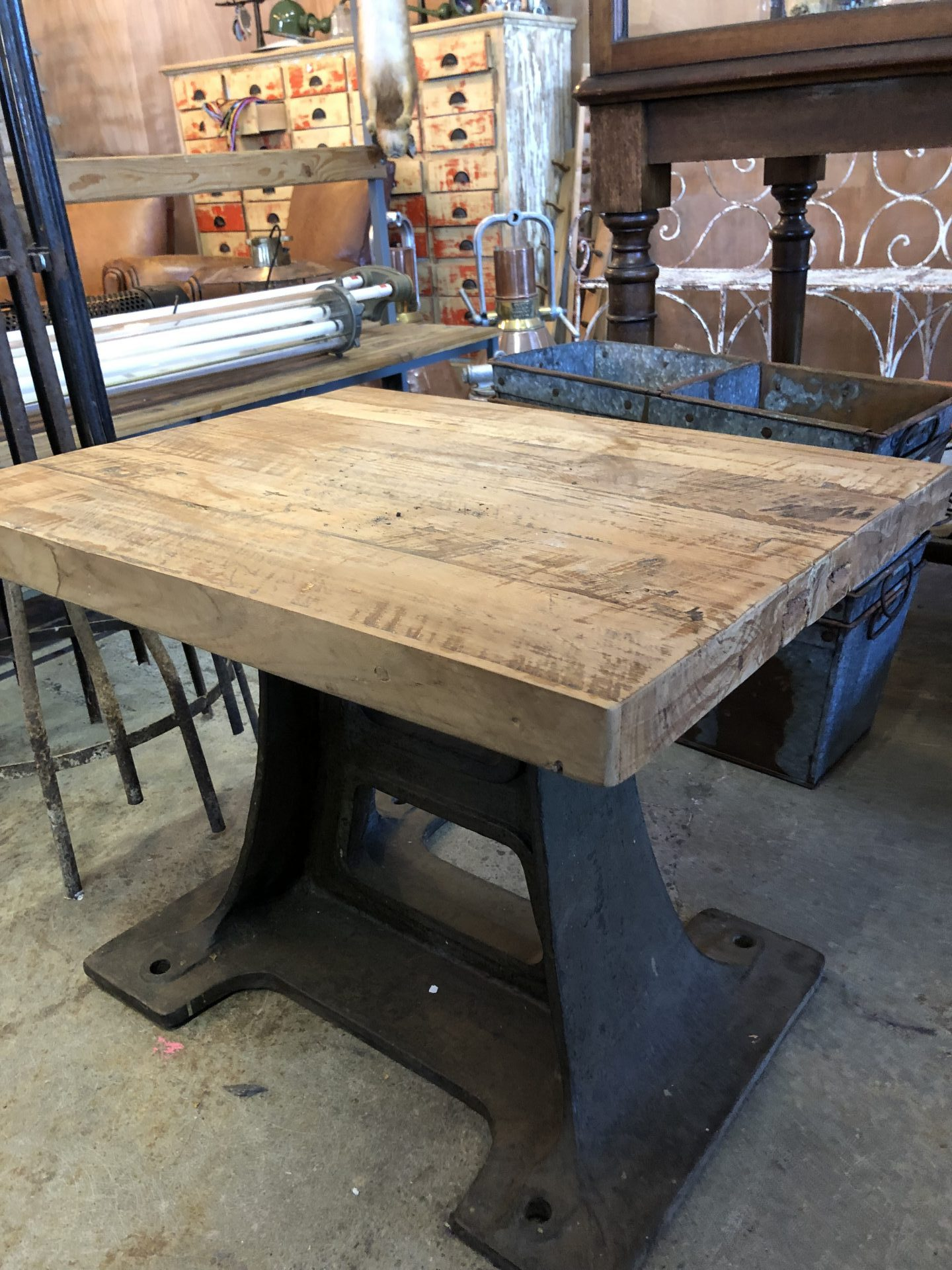 iron-leg-coffee-table2